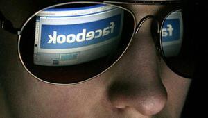 Snowden: Facebook sizi gizlice gözetliyor