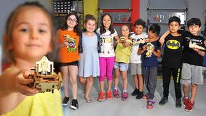 8- 11 yaşlarındaki öğrenciler robot üretiyor