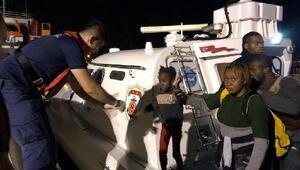 Çeşmede, 2 lastik botta 81 kaçak göçmen yakalandı