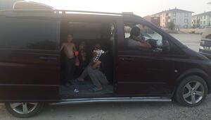 Şaşırtan olay... Lüks minibüste yakalandılar