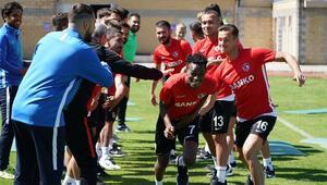 Gazişehir Gaziantepte yeni transferler idmanda