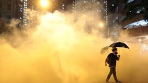 Hong Kongdaki protestolarda Çin bayrağı indirildi