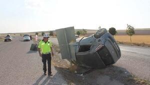 Refüje devrilen otomobildeki 4ü çocuk 6 kişi yaralandı