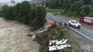 Rizede sağanak etkili oldu, caddeler göle döndü: 1 kişi kayıp…