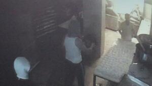 Sultangazide silahlı fırın soygunu kamerada
