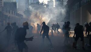 Hong Kongdaki protestolarda 420 gösterici gözaltına alındı