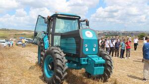 Bakan Pakdemirli Arnavutköyde elektrikli traktörü test etti
