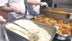 Hacı adaylarına Diyanet mutfağı: Her gün 45 bin kişilik yemek