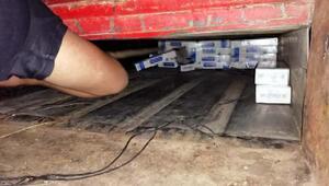 Römork tabanında 5 bin paket kaçak sigara bulundu