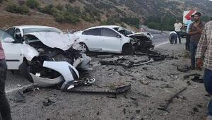 Bingölde iki otomobil çarpıştı: 3 yaralı