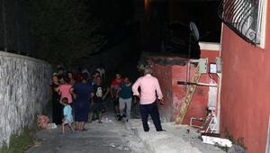 Otomobiliyle çocuklara çarpmamak için evin duvarına vurdu