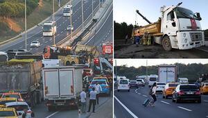 Son dakika... İstanbul Havalimanı yolunda hafriyat kamyonu devrildi, yol trafiğe kapandı