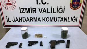 İzmirde uyuşturucu operasyonu: 2 gözaltı