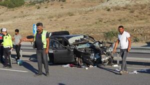 Kastamonuda otomobil TIRa çarptı: 6 yaralı