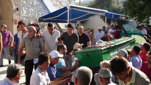 Yemin törenine giderken kazada ölen 3 kişi toprağa verildi