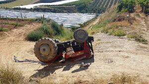 Devrilen traktörün altıda kalan sürücü öldü