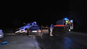 Bartından iki otomobil çarpıştı: 5 yaralı