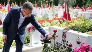Fuat Oktay, Edirnekapı Şehitliğini ziyaret etti
