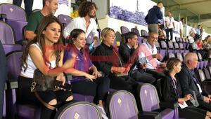 Merve Terim Çetin 20 yıllık Fiorentina formasıyla tribünde