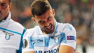 Fenerbahçede transferde gündem sol bek Kolarov olmazsa Rıza Durmisi