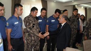 Emniyet Genel Müdürü, Tuncelide güvenlik güçleriyle bayramlaştı