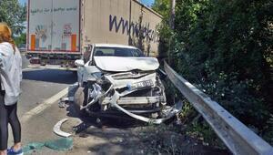 TIR emniyet şeridinde duran otomobile çarptı: 2 yaralı