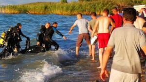 Kahreden haber Abisinin boğulduğu haberini alır almaz kendini göle attı