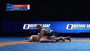 Milli güreşçi Feyzullah Aktürk dünya üçüncüsü