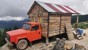 Kemal Sunal filmi gerçek oldu Kamyonetin kasasına ahşap ev monte etti...