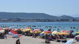 Tatilciler Ilıca Plajına akın etti