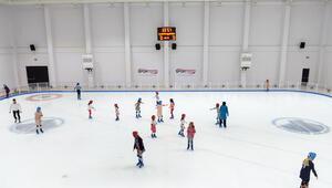 40 çocuk buz pateniyle tanıştı