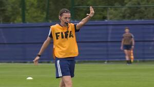 Stephanie Frappart kimdir Süper Kupa finalini yöneterek tarihe geçecek