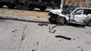 Bayram ziyaretinden dönen ailenin otomobiline tren çarptı: 5 yaralı