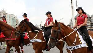 Büyük final öncesi atlı polisler Taksimde devriyeye çıktı