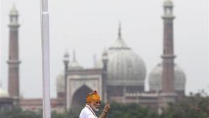 Modiden bağımsızlık gününde Keşmir savunması