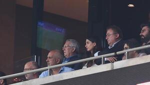 Liverpool - Chelsea maçında gözden kaçan detay Yan hakem ve tribündeki sürprizler...
