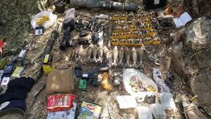 Pençe Harekatında teröristlere ait silah ve malzeme ele geçirildi