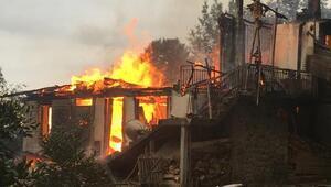 Rizede, dar yolda itfaiye ulaşamadı, 3 katlı ev kül oldu
