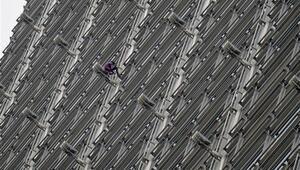 Fransız Örümcek Adam Hong Kongda gökdelene tırmandı