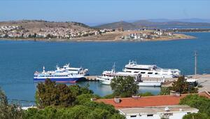 Yunanistanın Semadirek Adasında mahsur kalan turistlerin tahliyesi başladı