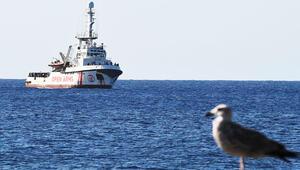 Sığınacak liman bulamayan Open Arms'tan 13 mülteci daha indirildi