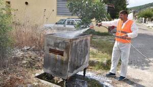 Çanda çöp konteynerleri dezenfekte edilip, ilaçlandı