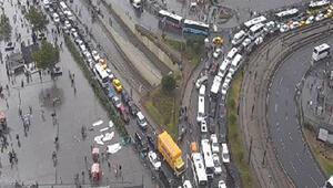 Dikkat Yağmur felç etti… Trafik durdu