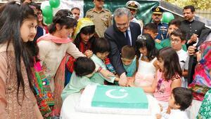 Bağımsızlık günü pastası kesildi