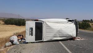 Licede minibüs devrildi: 7 yaralı