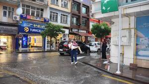 Kırıkkalede yağmur etkili oldu, iş yerlerini su bastı