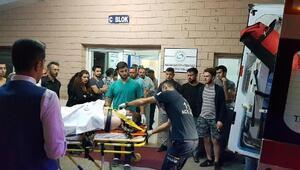 Minibüs ile otomobil çarpıştı: 4ü çocuk 10 yaralı