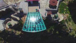 Torul cam seyir terası ziyaretçi akınına uğruyor