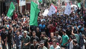 İsrail askerlerinin öldürdüğü Filistinliler son yolculuğuna uğurlandı