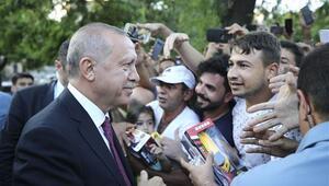 Cumhurbaşkanı Erdoğan Sultanahmette vatandaşlarla bir araya geldi